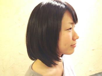 ストレートのミディアムヘアー